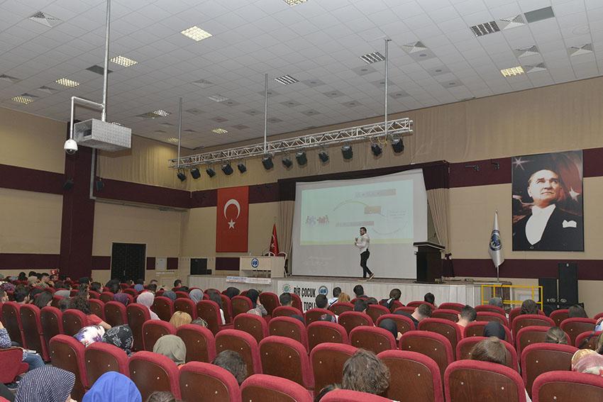 KMÜ'DE 'DİSLEKSİ'NİN FARKINDAYIZ' KONULU SEMİNER DÜZENLENDİ